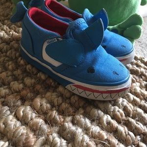 6d25d69e4eb210 Vans Shoes - VANS Toddler Boys Toddler Shark Shoes Size 6